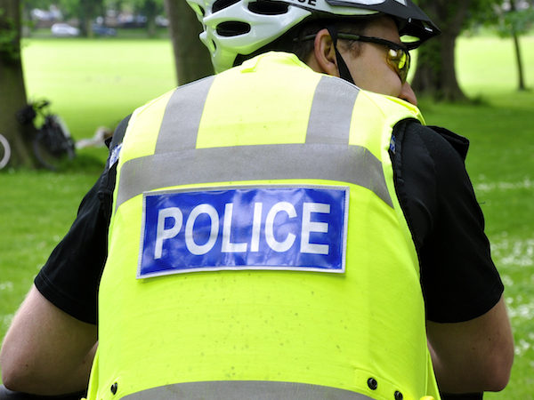 Police in Edinburgh are appealing for witnesses following an assault and robbery in the Pilton