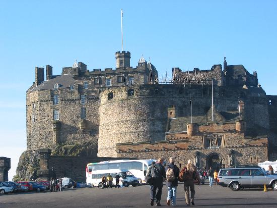 Car charger sparks Edinburgh Castle lockdown