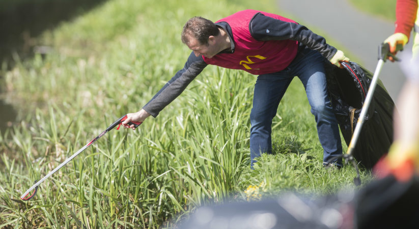 McDonalds volunteers take part in Union Canal spring clean