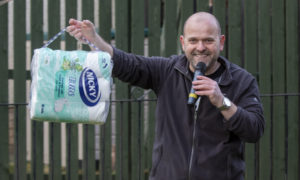 Edinburgh DJ hosts street bingo during coronavirus lockdown with loo roll as prizes